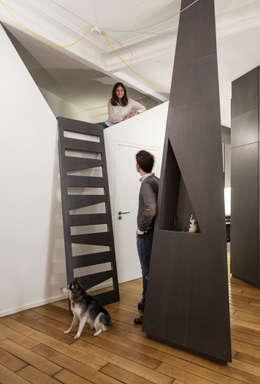 Corridor & hallway by STUDIO RAZAVI ARCHITECTURE