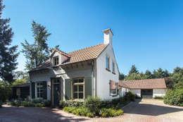 Voorzijde woning: landelijke Huizen door Bob Romijnders Architectuur & Interieur