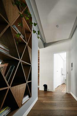 modern Corridor, hallway & stairs by BLACKHAUS