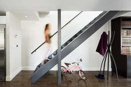 Couloir et hall d'entrée de style  par M Monroe Design