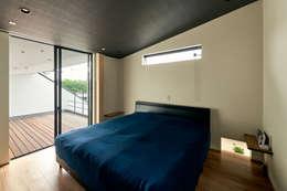 寝室: H建築スタジオが手掛けた家です。