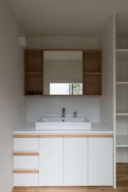 modern Bathroom by 安江怜史建築設計事務所