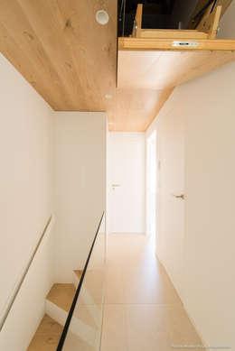 Projekty,  Korytarz, przedpokój zaprojektowane przez Pablo Muñoz Payá Arquitectos