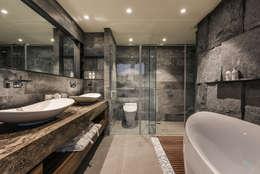 asian Bathroom by CJ INTERIOR 長景國際設計