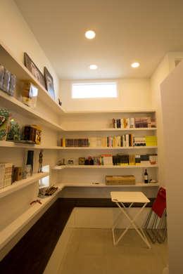 눌치재: 아키제주 건축사사무소의  서재 & 사무실