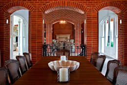 Beautiful Gowrie Farm: classic Dining room by Walker Smith Architects