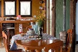 Casa Claudia Carboni: Comedores de estilo rústico por Susana Bellotti Arquitectos