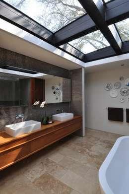 Lee Ann & Marcus' House: modern Bathroom by www.mezzanineinteriors.co.za