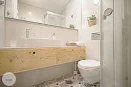 Bagno in stile in stile Scandinavo di Homestories