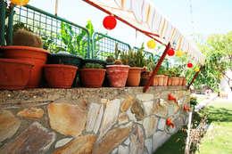 Aykuthall Architectural Interiors – Ayvalik'ta bir bahce: akdeniz tarzı tarz Bahçe