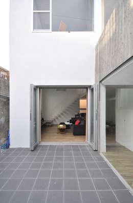 Terrace by 門一級建築士事務所
