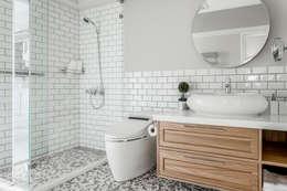 Phòng tắm by 潤澤明亮設計事務所