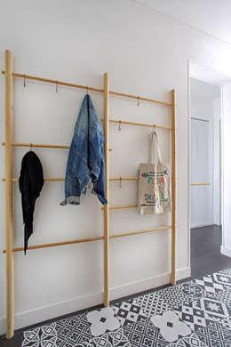 Pasillos y vestíbulos de estilo  por MON OEIL DANS LA DECO