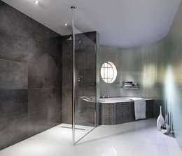 Phòng tắm by White Crow Studios Ltd