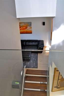 split level see through:  Corridor & hallway by E3 Architecture Inc.