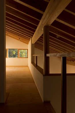 scandinavian Nursery/kid's room by エイチ・アンド一級建築士事務所 H& Architects & Associates
