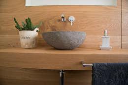 Baños de estilo moderno por RI-NOVO