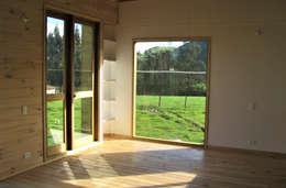 Casa cubica madera: Comedores de estilo moderno por Taller de Ensamble SAS