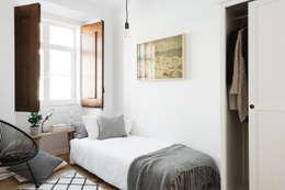 Detalhe do quarto: Quartos escandinavos por Arkstudio