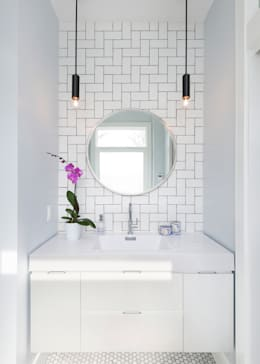 Ensuite Bathroom with Custom Tile Pattern: modern Bathroom by STUDIO Z