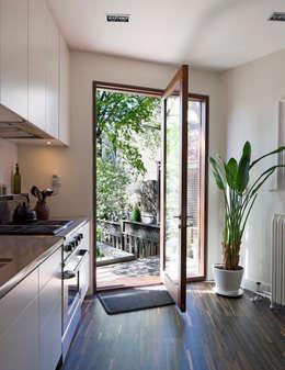modern Kitchen by STUDIO Z