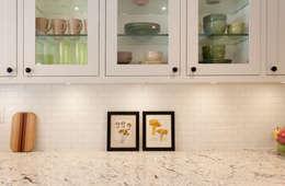 Custom Glass cabinets: modern Kitchen by STUDIO Z