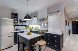 Kitchen: classic Kitchen by GK Architects Ltd