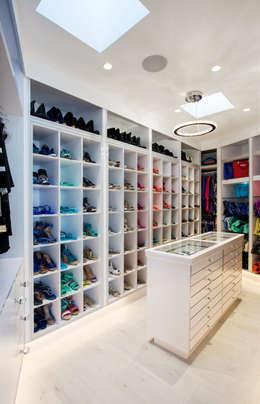 Walk in closet de estilo  por FRANCOIS MARAIS ARCHITECTS
