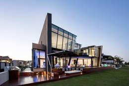 ULTRA MODERN RESIDENCE: modern Houses by FRANCOIS MARAIS ARCHITECTS