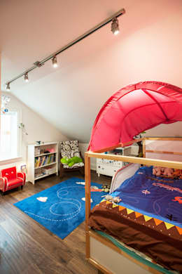 Bickford Park: modern Nursery/kid's room by Solares Architecture