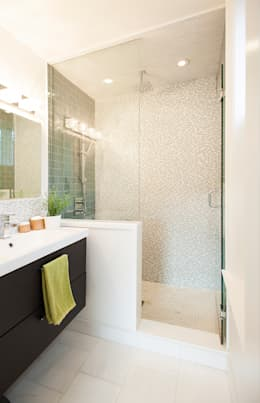 Bickford Park: modern Bathroom by Solares Architecture