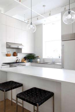 Chelsea Loft: modern Kitchen by Maletz Design
