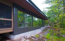 Casas de estilo moderno por Solares Architecture