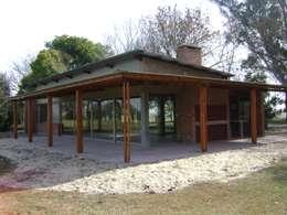 Projekty, wiejskie Domy zaprojektowane przez Marcelo Manzán Arquitecto