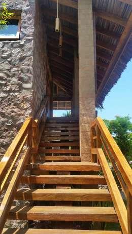 ระเบียงและโถงทางเดิน by Cervantesbueno arquitectos