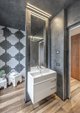 modern Bathroom by SANTACROCEARCHITETTI