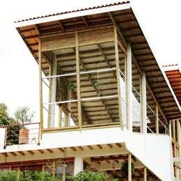 Rumah by Zuarq. Arquitectos SAS