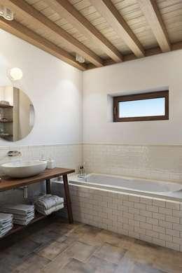 Небольшое, но очень нужное окошко: Ванные комнаты в . Автор – Дизайн студия Алёны Чекалиной
