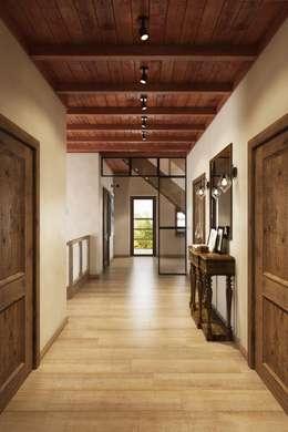 Пространство второго этажа: Коридор и прихожая в . Автор – Дизайн студия Алёны Чекалиной