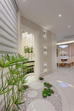 Corridor & hallway by Arquiteto Aquiles Nícolas Kílaris