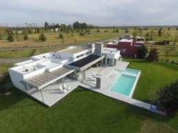 Casa LR4546: Casas de estilo minimalista por MARIA NIGRO ARQUITECTA