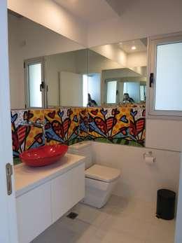 Casa LR4546: Baños de estilo minimalista por MARIA NIGRO ARQUITECTA