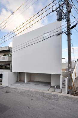 Case in stile in stile Moderno di 門一級建築士事務所
