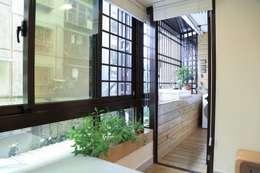 Projekty,  Taras zaprojektowane przez 微自然室內裝修設計有限公司