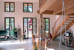 Salas / recibidores de estilo clásico por Müllers Büro