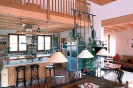 Cocinas de estilo clásico por Müllers Büro