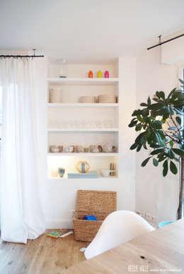 غرفة المعيشة تنفيذ Belle Ville Atelier d'Architecture