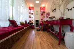 Dormitorios de estilo moderno por VIER ABINET S.A. Pisos & Decks