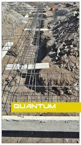 En obra. Cimientos - Armaduras.: Casas de estilo minimalista por QUANTUM | Arq. Betiana Denardi