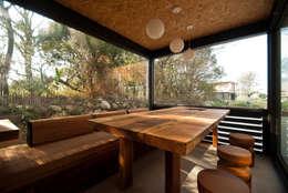 Phòng ăn by FAMWOOD 自然紅屋